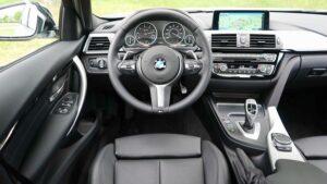 Interno del veicolo per bonifiche ambientali da microspie in automobile a Biella e provincia